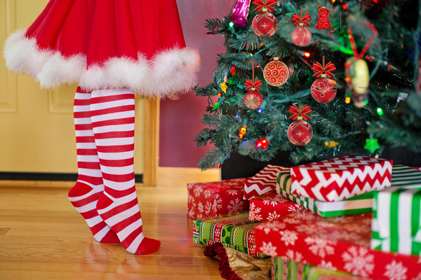 decorating christmas tree 2999722 1920